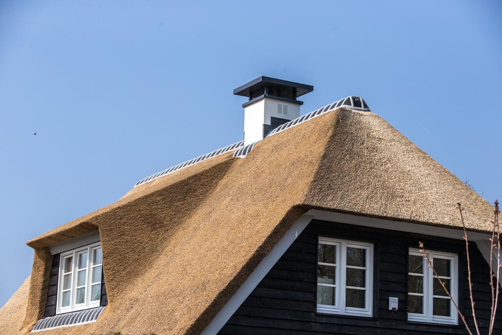 Prefab schoorstenen plaatsen op dak